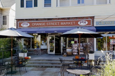 P&M Orange Street Market, an East Rock neighborhood shop, is close to the New Haven apartment building Corsair.